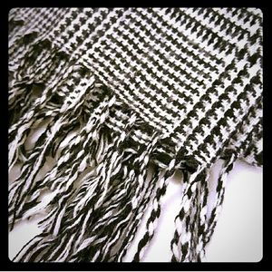 Houndstooth black and white winter scarve